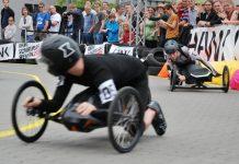 Werkzeug und Piloten am Limit beim Akkuschrauberrennen 2016 | heise online